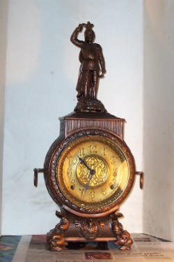 Muller statue clock, Front View
