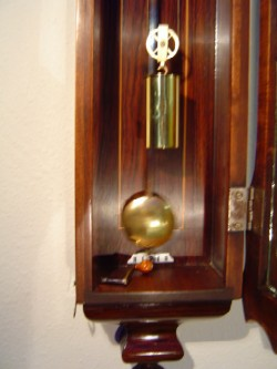 Subminiature Vienna reproduction, Weight and Pendulum.